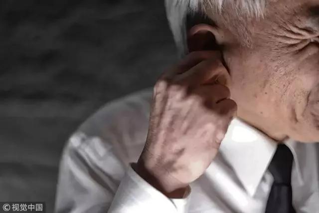 持续性耳鸣,可能是这些疾病引起的!两个动作帮你轻松缓解!